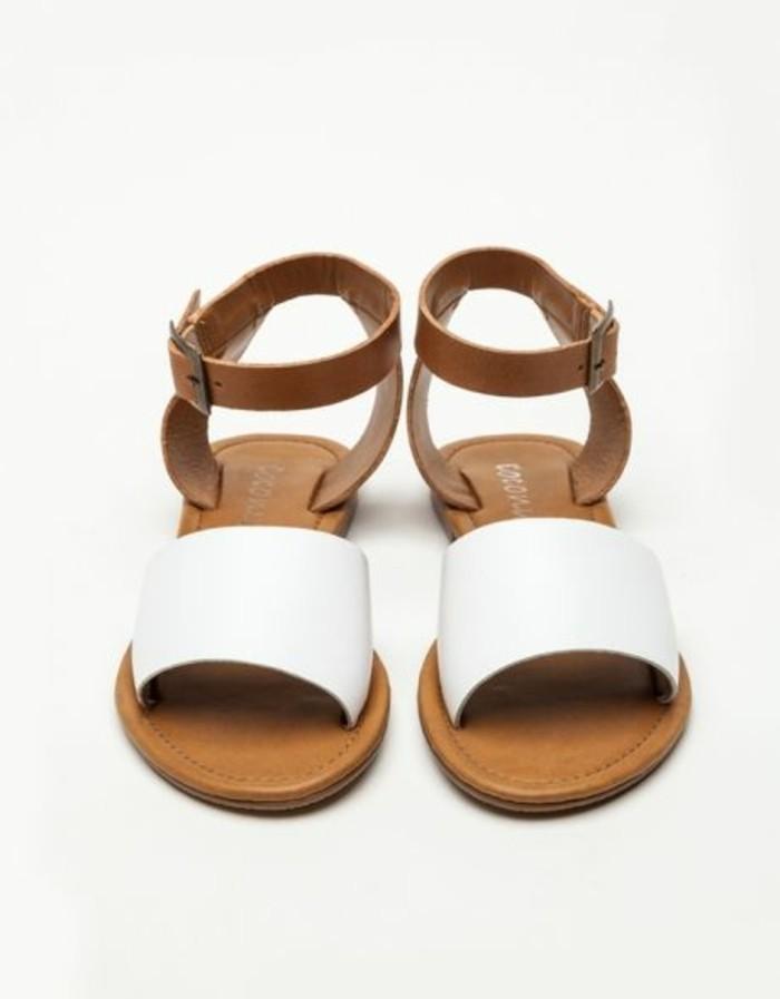 sandales-beiges-les-dernieres-tendances-de-la-mode-chez-les-sandales
