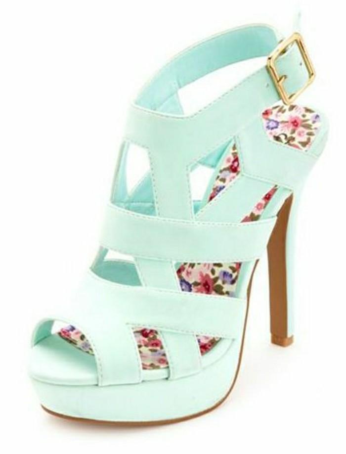 sandales-bleus-les-tendances-chez-les-chaussures-femme-couleur-bleu-clair
