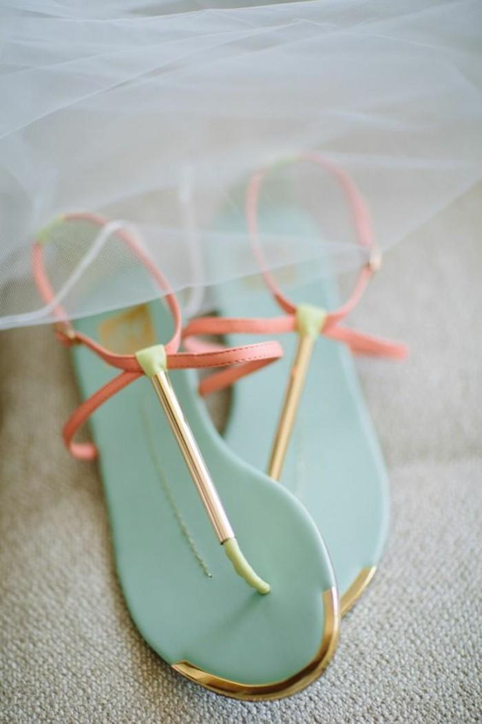 sandales-colorées-femme-sandales-bleu-clair-les-dernieres-tendances-chez-les-chaussures