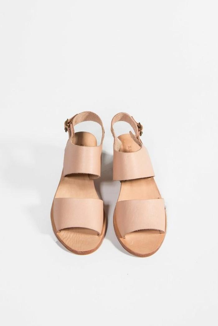 sandales-en-cuir-beige-les-dernieres-tendances-chez-les-chaussures-d-ete-femme
