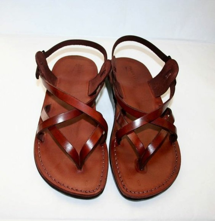 sandales-femme-en-cuir-marron-les-dernières-tendances-chaussures-femme-design-moderne