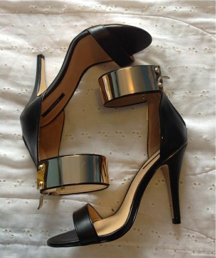 sandales-femme-sandales-noires-avec-ornements-dorés-tendances-2016