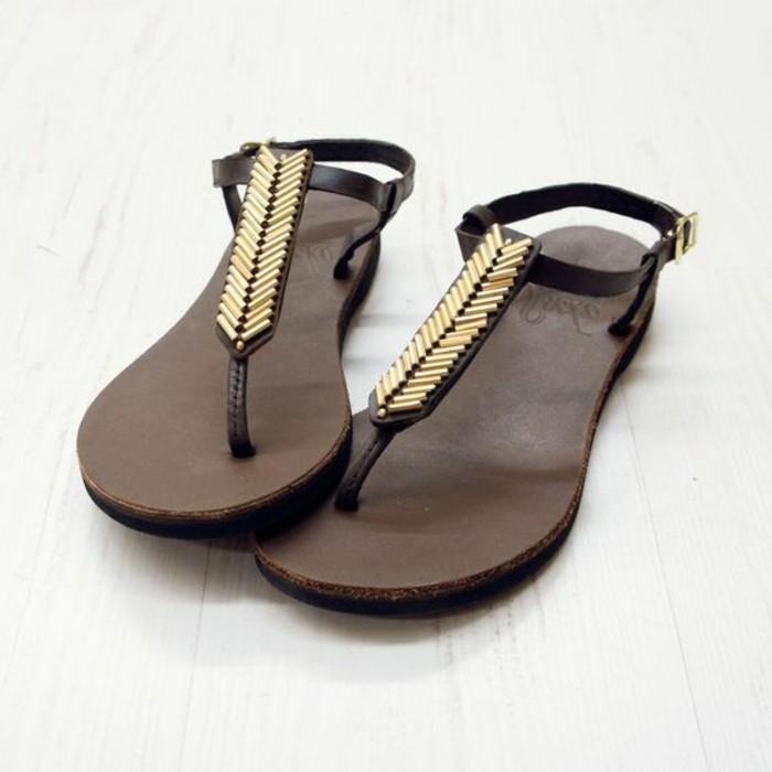 sandales-femme-sandales-noires-femme-sandales-noires-femme-accents-dorés