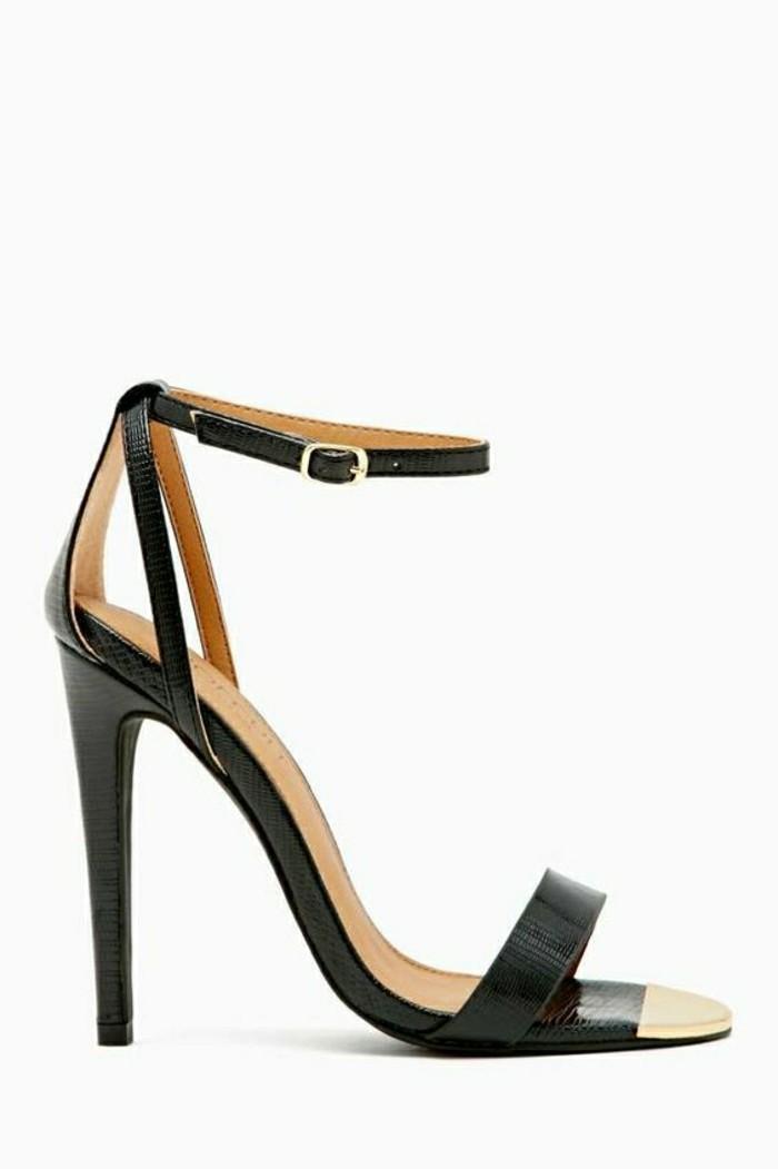sandales-noires-femme-à-talons-les-dernieres-tendances-chez-les-chaussures