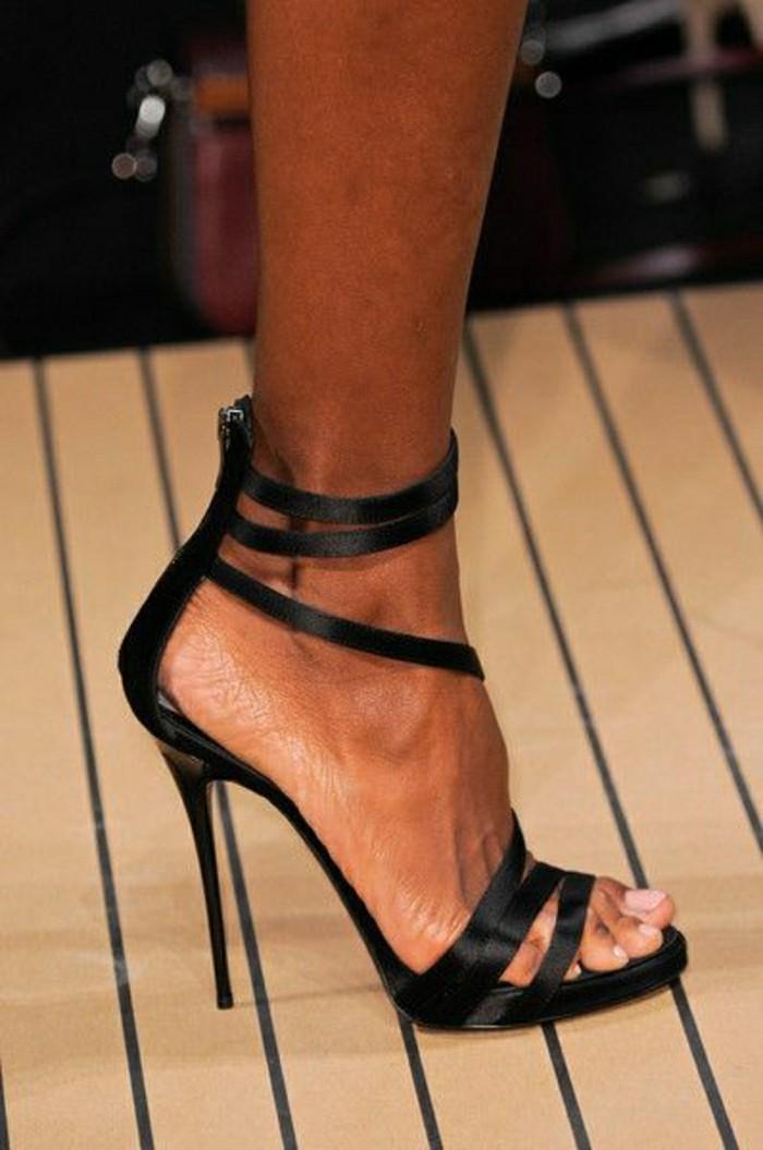 sandales-noires-femme-les-dernieres-tendaces-chaussures-d-ete-femme-2016