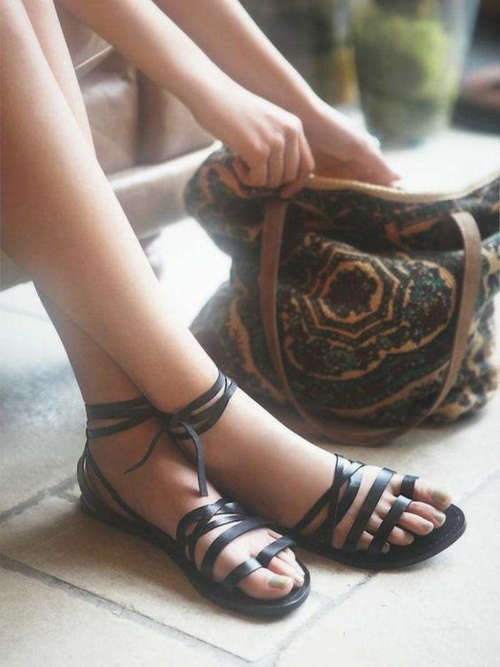 sandales-noires-femme-les-dernieres-tendances-chez-les-chaussures-femme-design-en-cuir-noir