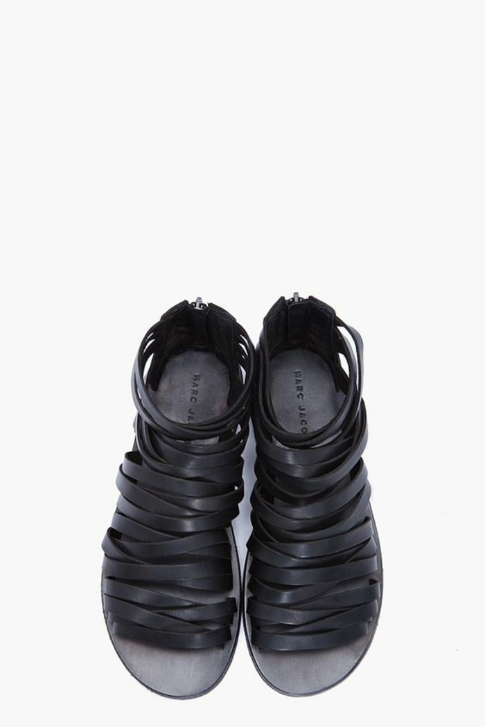 sandales-noires-femme-les-dernieres-tendances-de-la-mode-chaussures-d-ete-femme