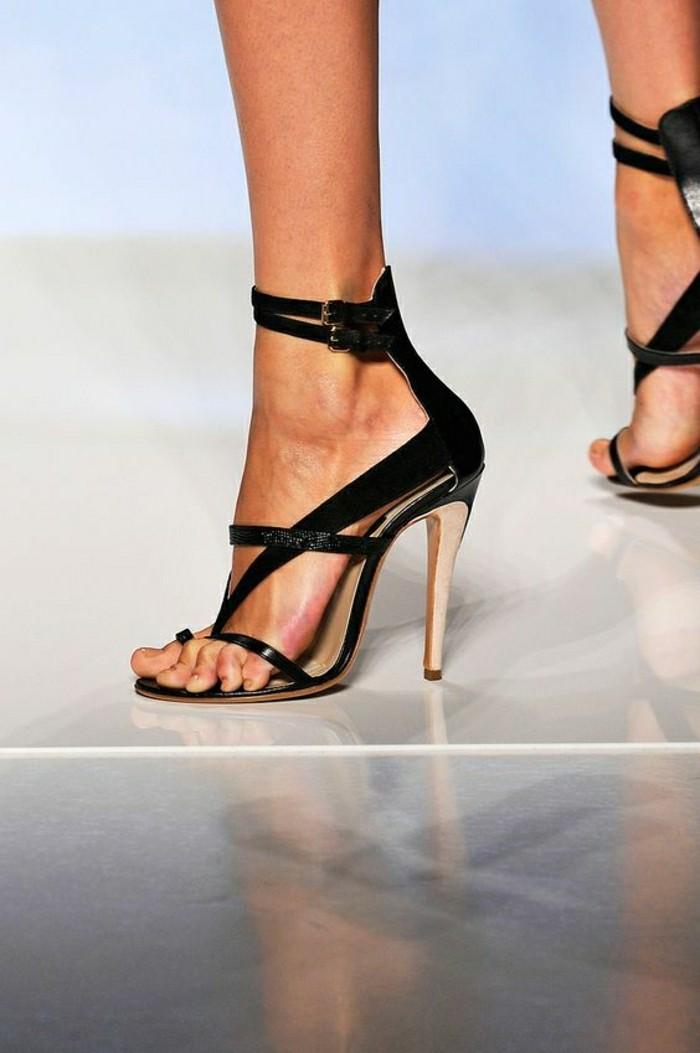 sandales-pas-cher-femme-sandales-noires-portés-par-les-modèles