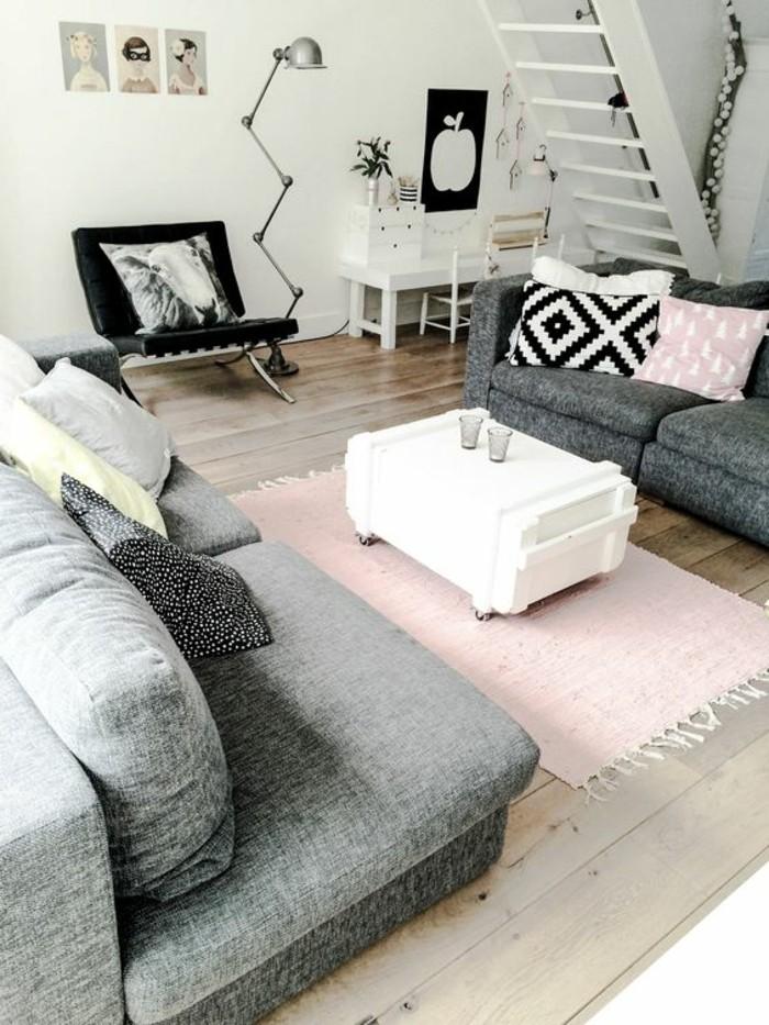 sol-en-parquet-clair-planchers-en-bois-canape-gris-tapis-rose-pale-table-en-bois-blanche