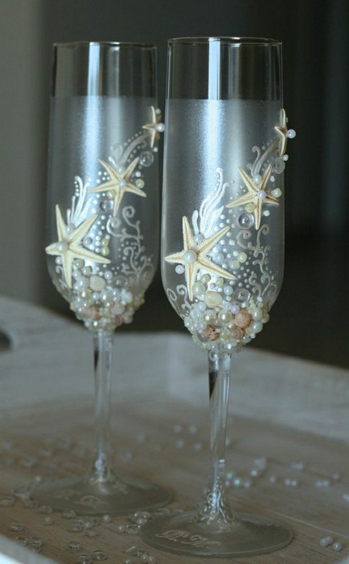 how to hold a champagne coupe