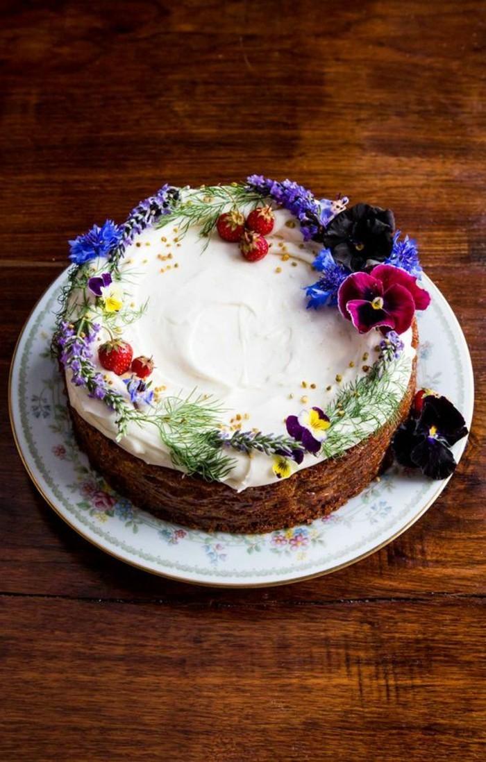 superbe-image-de-gateau-d-anniversaire-dessin-gateau-beau-gateau-fruits-et-fleurs