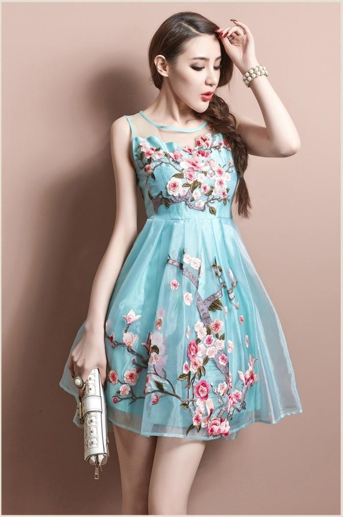 superbe-robe-ceremonie-maysange-idée-quoi-porter-cool-fleurie-bleu