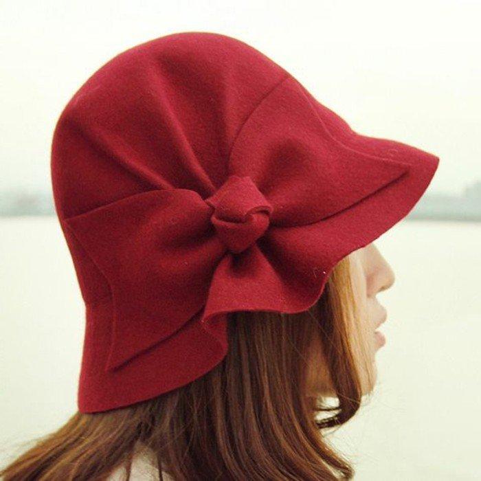 superbe-tenue-élégante-chapeau-en-rouge-carmin-on-aime-accessoires
