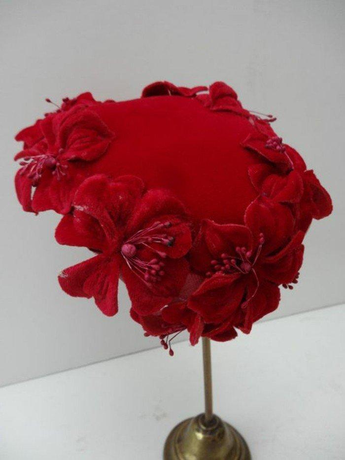 superbe-tenue-élégante-chapeau-en-rouge-carmin-on-aime-idee