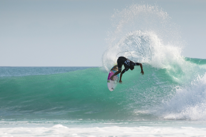 surf-decathlon-combinaison-neoprene-femme-cool-idée-quoi-porter-pour-surfer-combinaison-bodyboard-combinaison-windsurf