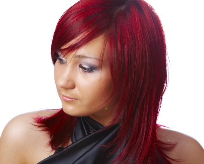 teinture-acajou-coiffure-brillante-couleur-rouge