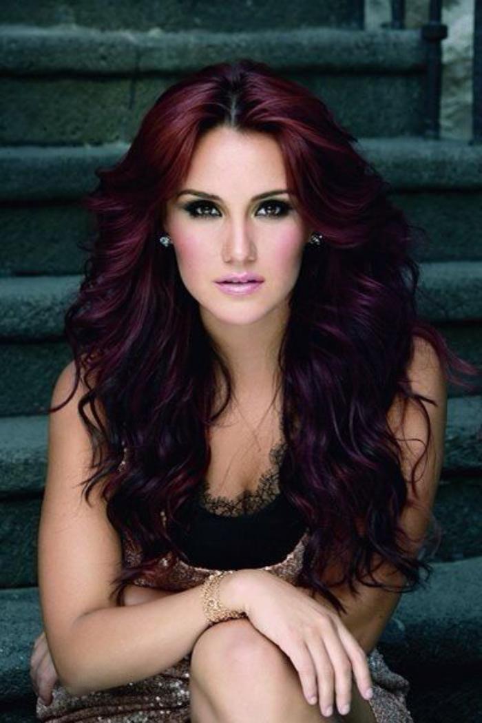 teinture-acajou-une-chevelure-fantastique-couleur-rouge-foncé