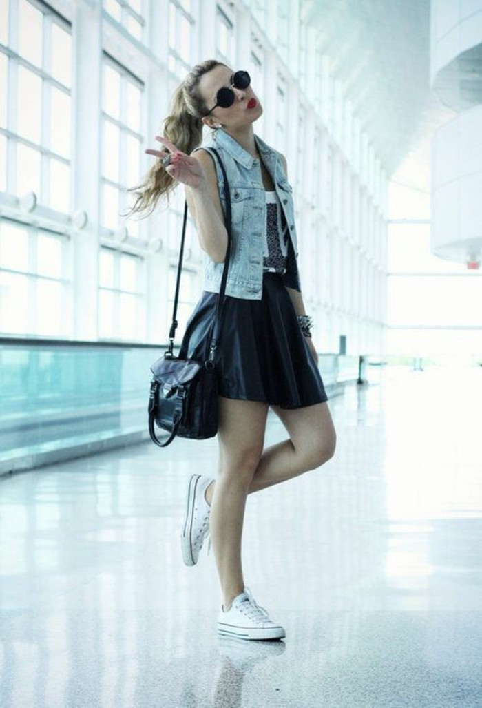 tenue-de-jour-en-tendance-jupe-femme-jupe-short-hiver-printemps-aeroport