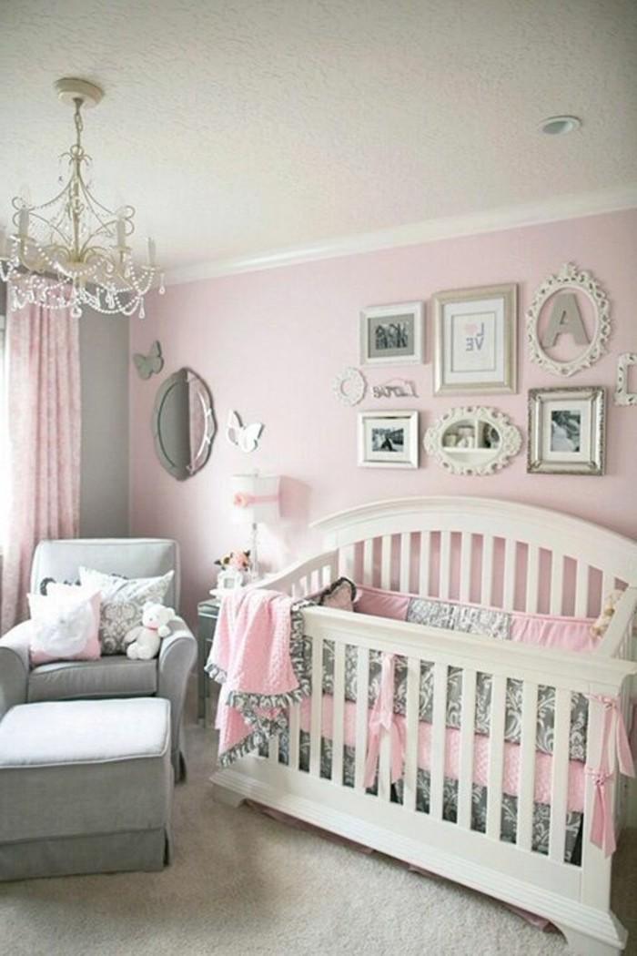 tour-de-lit-bebe-fille-murs-roses-pales-moquette-beige-pour-lachambre-bebe-fille