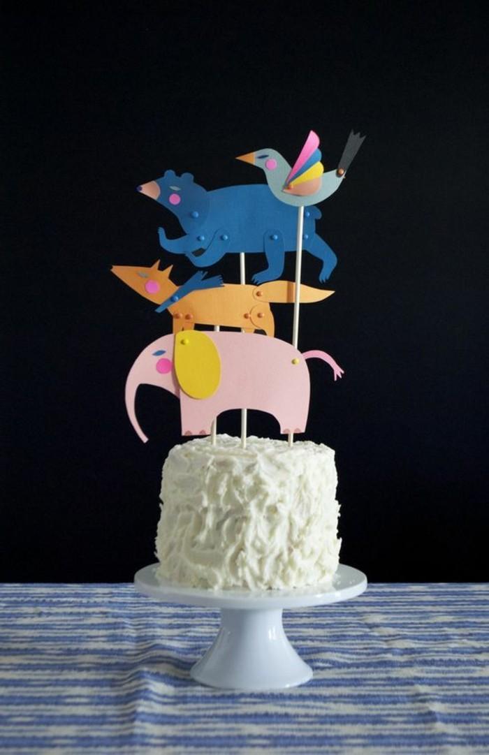 un-gateau-hello-kitty-déco-gateau-anniversaire-gateau-anniversaire-dessin-animaux