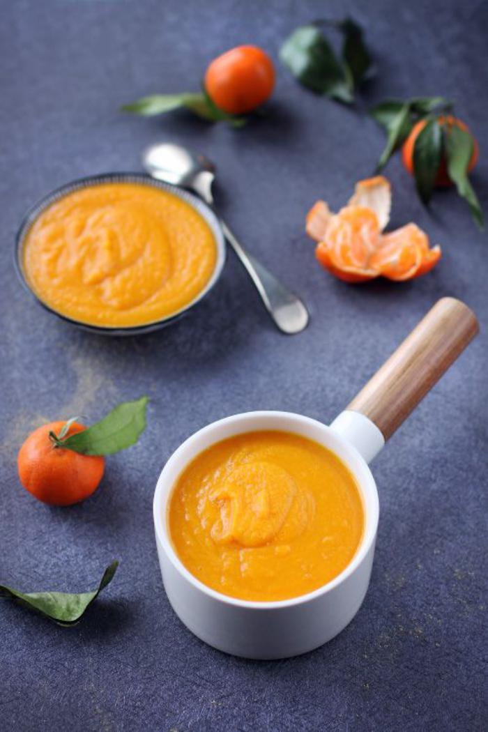 velouté-de-carottes-apporter-de-la-couleur-sur-la-table