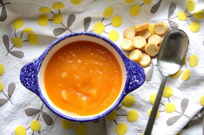velouté-de-carottes-avec-croutons