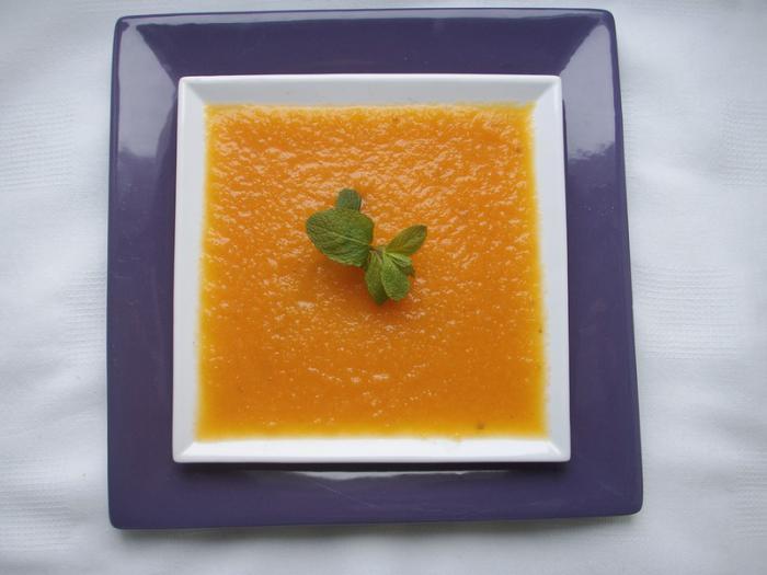 velouté-de-carottes-en-assiette-carrée