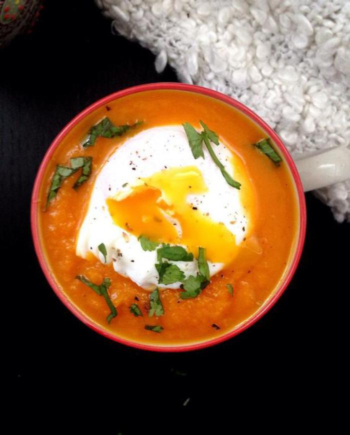 velouté-de-carottes-et-oeuf-poché