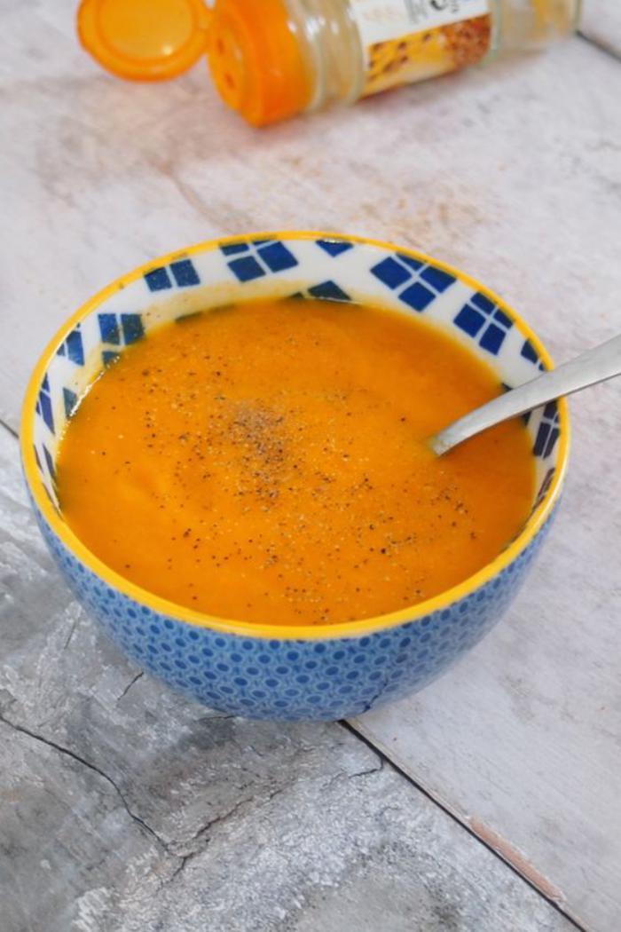 velouté-de-carottes-recette-soupe-de-carottes-crémeuse