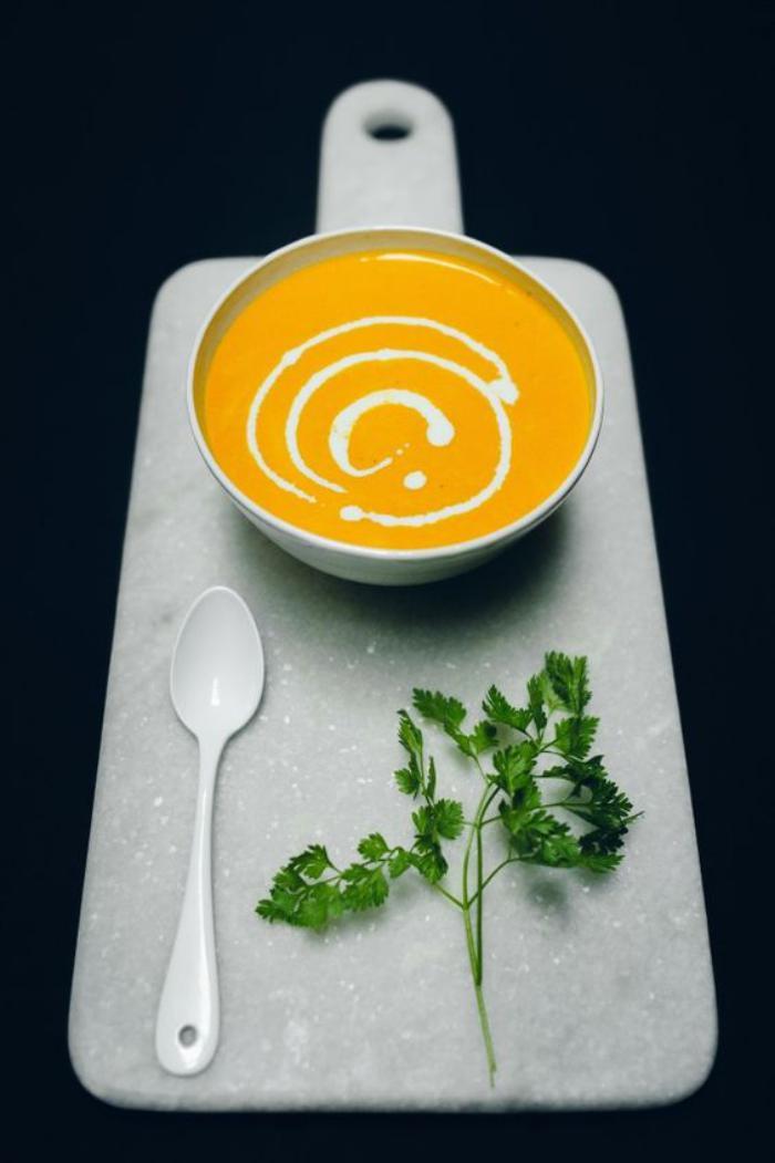 velouté-de-carottes-servi-de-façon-originale