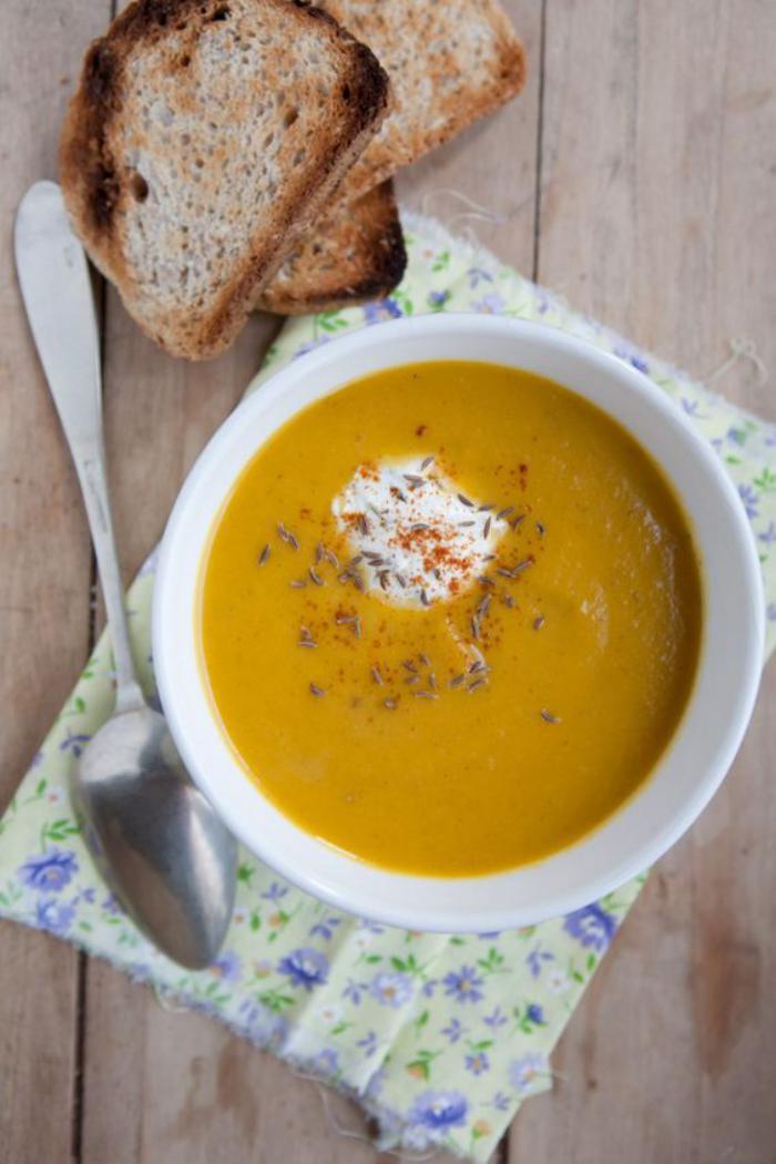 velouté-de-carottes-soupe-de-légumes-frais