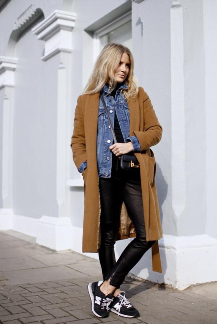 veste-en-denim-femme-comment-etre-chic-pantalon-cigarette-noir-en-cuir-chemise-en-denim