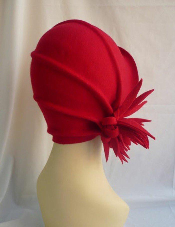 vintage-nuance-de-rouge-de-chapeau-élégante-tenue-femme-chic