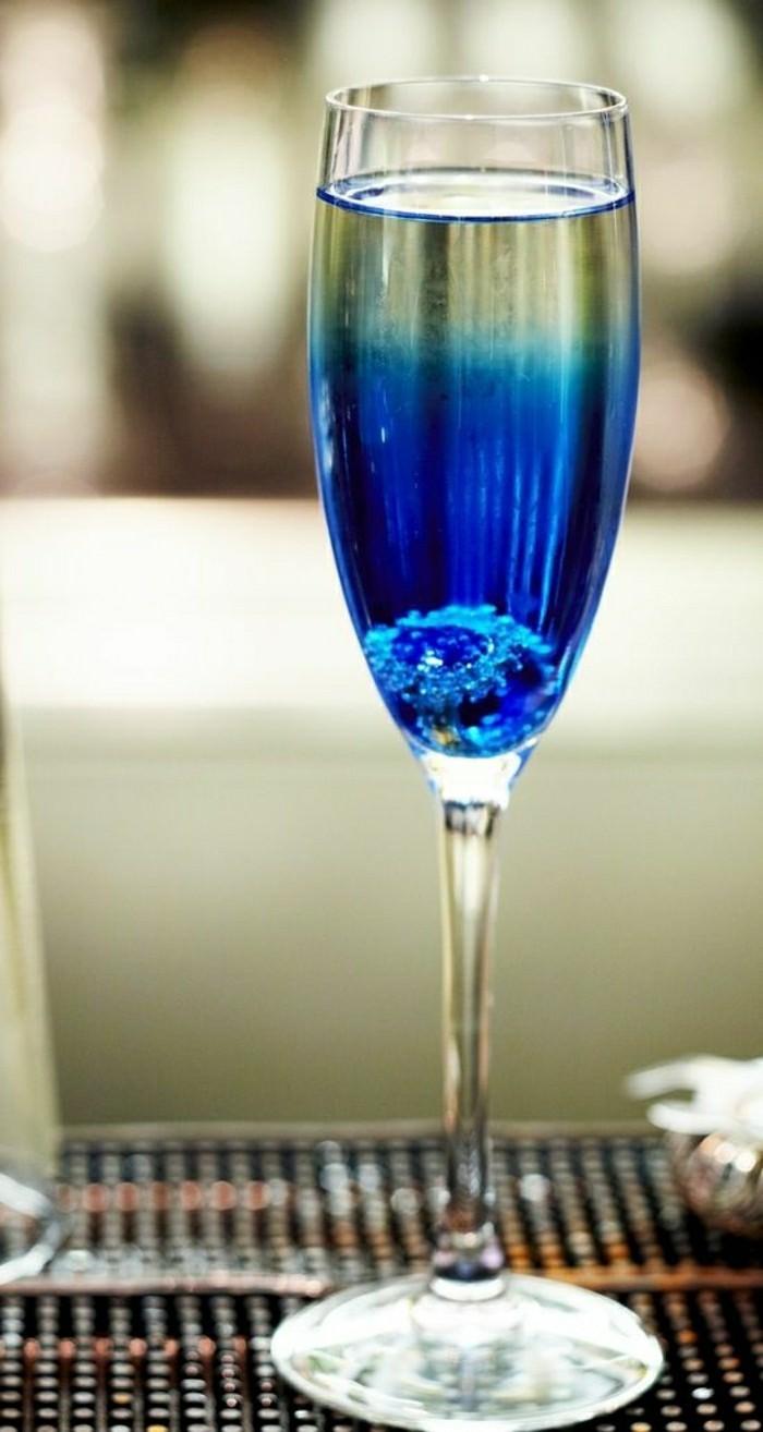 voir-le-cristal-champagne-prix-verres-à-champagne-verre-blida-bleu-verre à champagne
