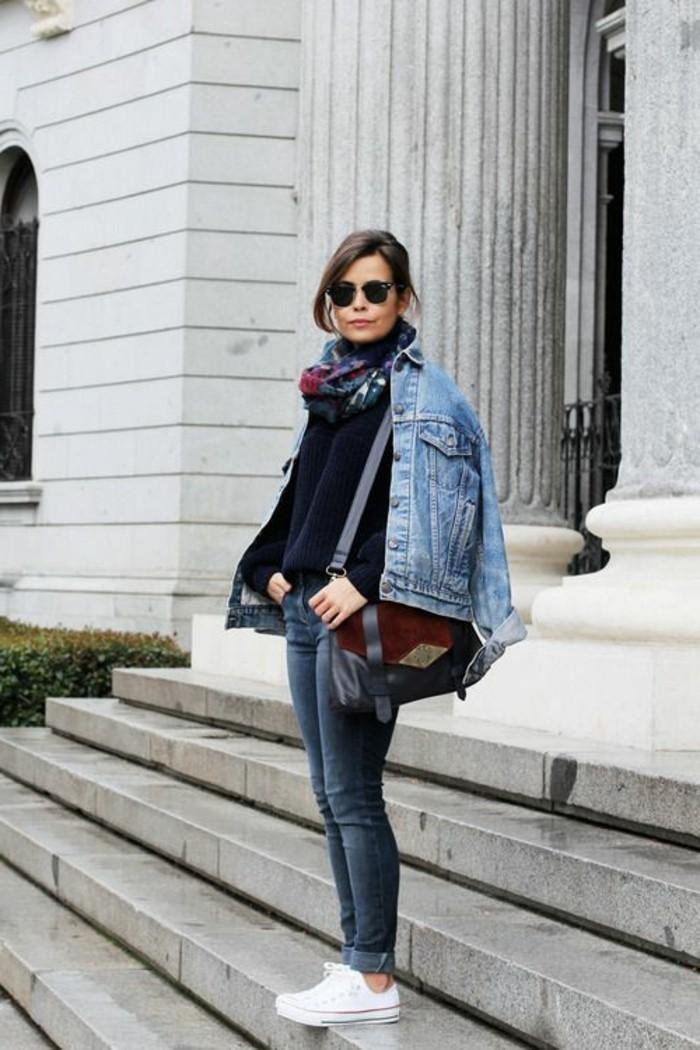 zara-femme-veste-bleu-clair-denim-slim-femme-lunettes-de-soleil-noires