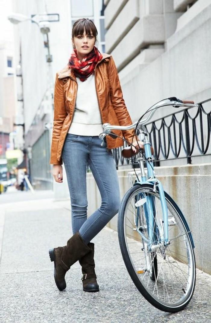 écharpe-femme-rouge-comment-porter-une-écharpe-été-veste-en-cuir-marron-denim-bleu