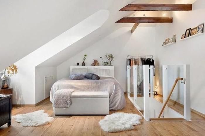 chambre-mansardée-chambres-dans-les-combles-sol-en-bois-clair ...
