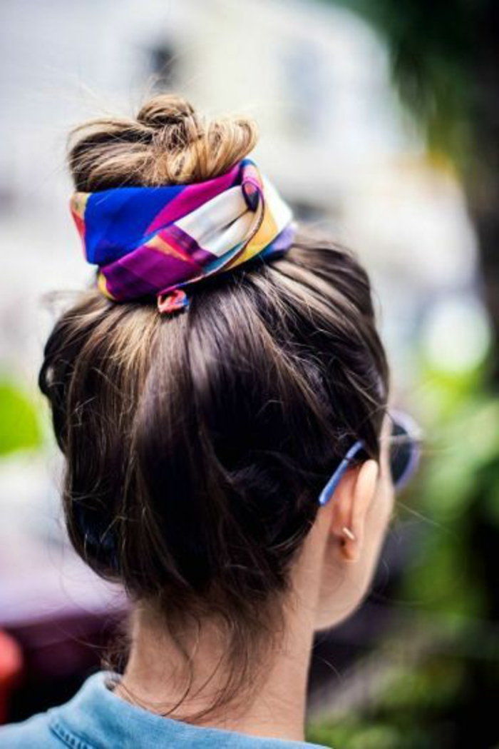 0-coiffure-originale-coiffure-d-été-coiffures-femme-avec-echarpe-pour-cheveux