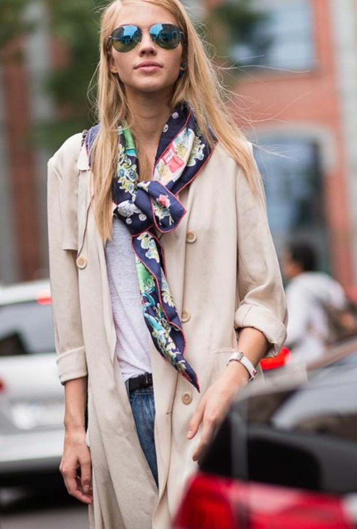 0-comment-porter-un-foulard-accessoire-femme-lunettes-de-soleil-manteau-beige