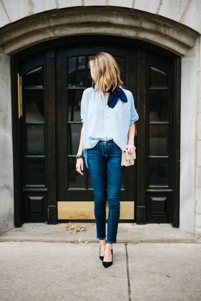 0-comment-porter-un-foulard-foulard-hotesse-de-l-air-chemise-bleu-femme