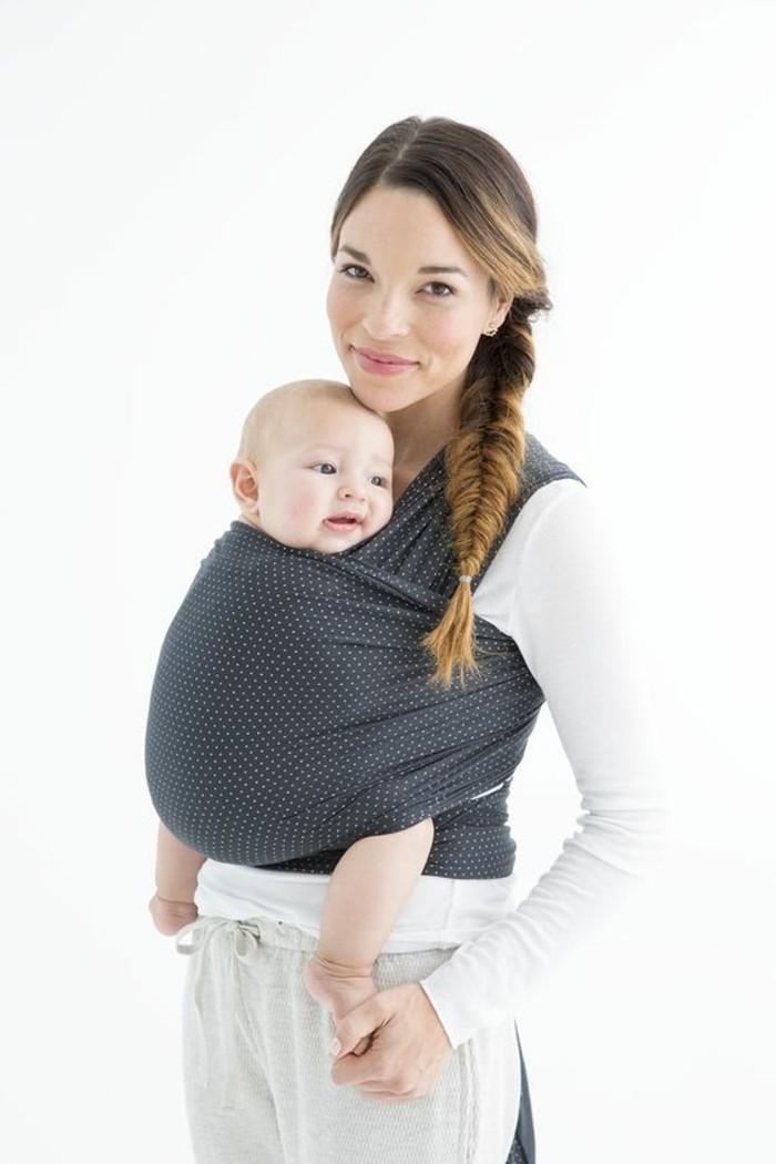 0-comment-portrer-le-bebe-avec-noeud-echarpe-de-portage-portage-bebe-gris-aux-points-blancs