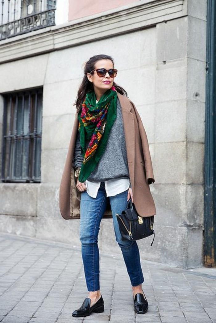 0-echarpe-femme-colorée-denim-slim-chaussures-noires-femme-denim-mi-long