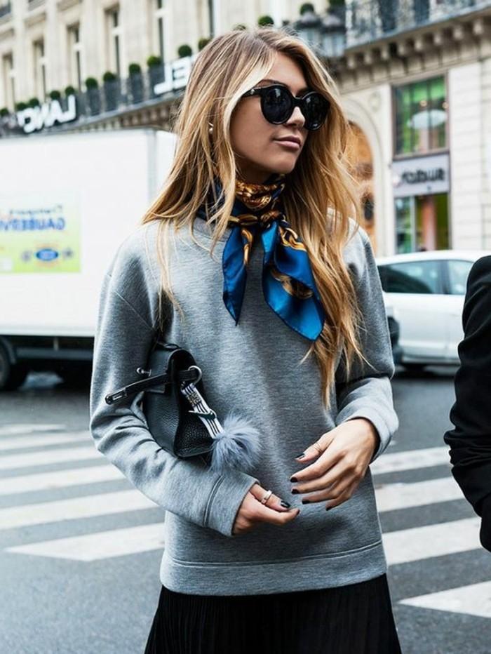 0-foulard-hotesse-de-l-air-blouse-grise-tendnaces-de-la-mode-femme-lunettes-de-soleil-noires
