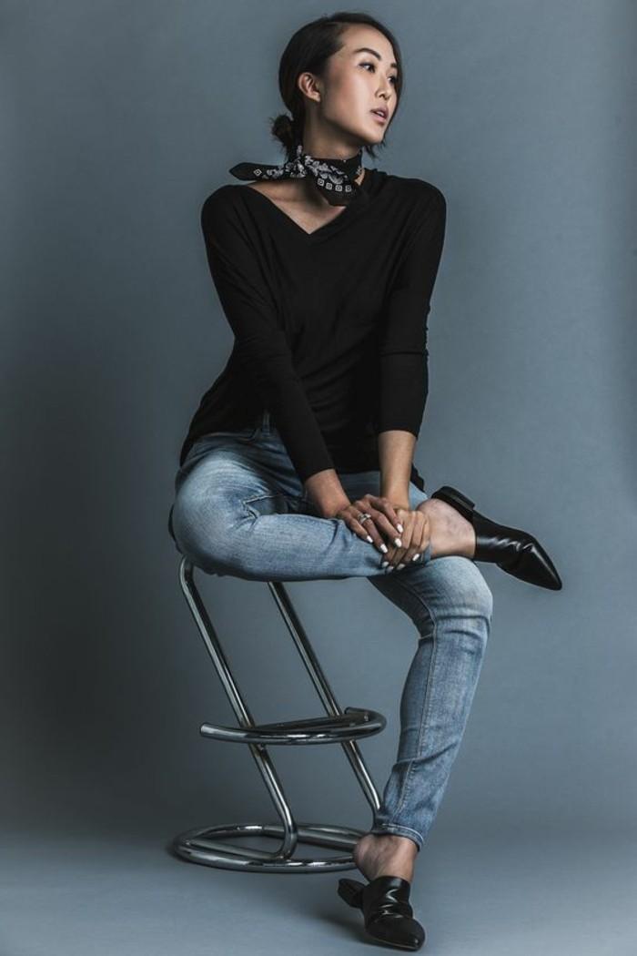 0-foulard-hotesse-de-l-air-denim-classique-blouse-noire-chaussure-noire-denim