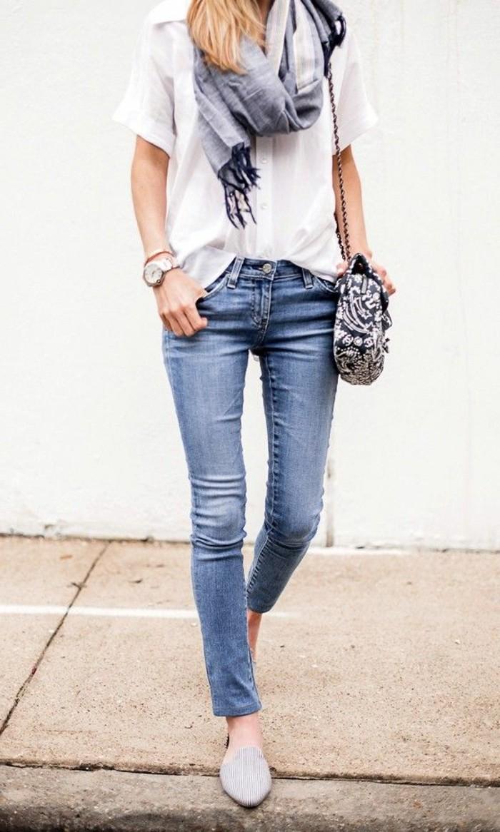 0-joli-outfit-avec-chemise-blanche-denim-slim-bleu-classique-echarpe-de-printemps-chemise