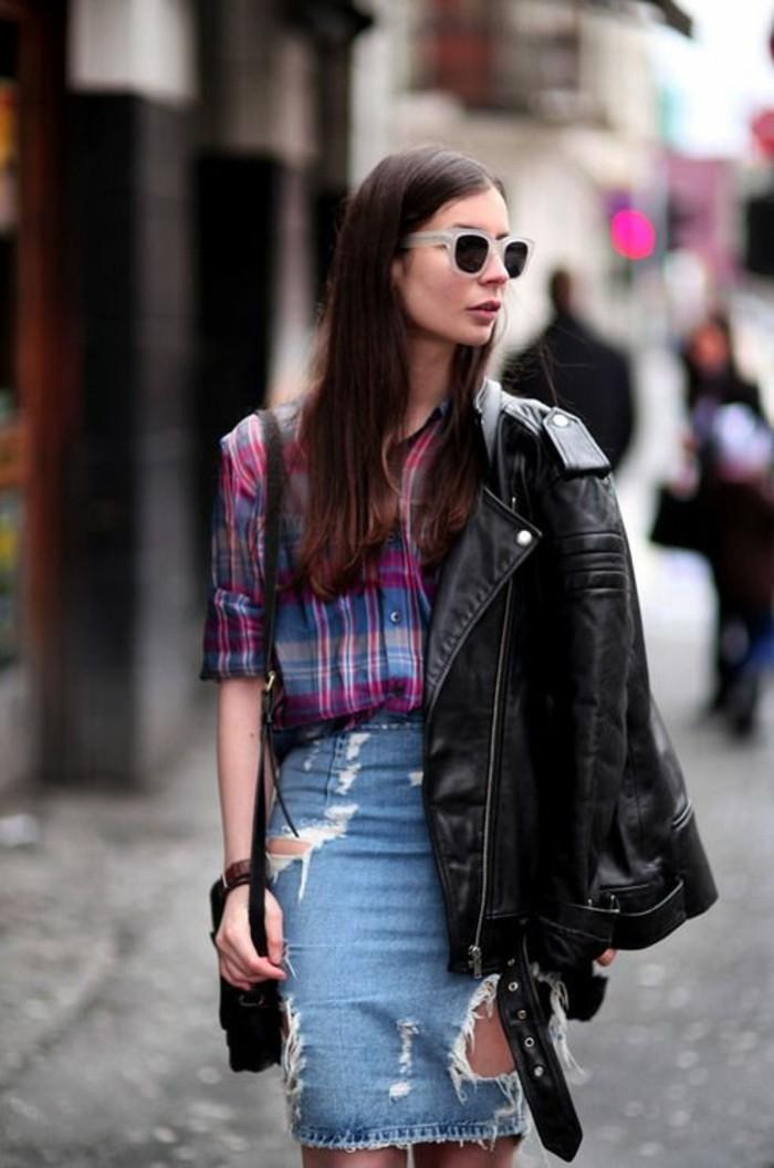 0-jolie-jupe-déchiré-en-denim-chemise-aux-rayures-coloré-lunettes-de-soleil