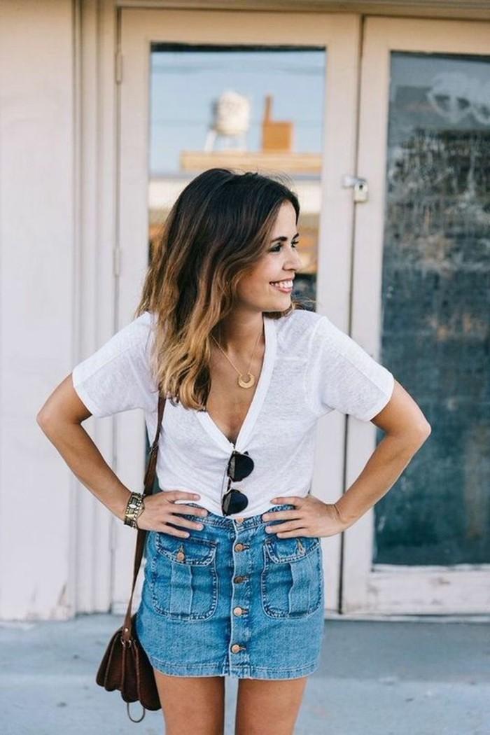 0-jupe-en-denim-pour-les-femmes-t-shirt-blanc-la-mode-femme-t-shirt-lunettes-noires