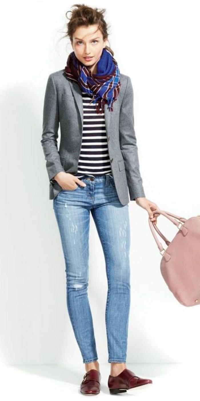0-veste-femme-gris-denim-bleu-clair-déchiré-sac-a-main-rose-pale-blouse-à-rayures