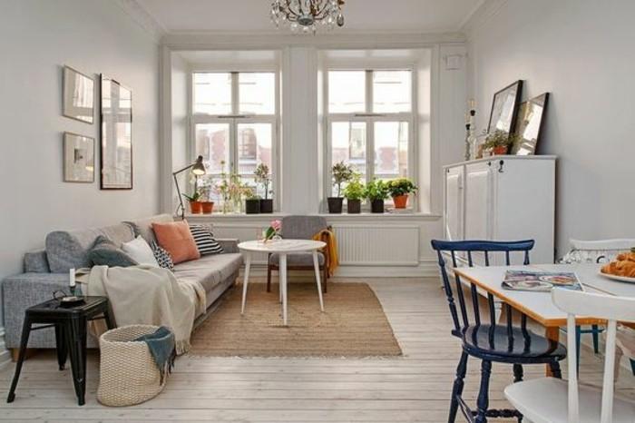 00-petit-salon-parquet-clair-deux-petites-fenetres-tapis-beige-canape-beige-meubles-de-salon