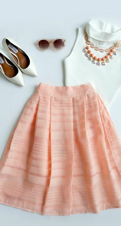 1-collection-printemps-été-2016-jupe-courte-en-rose-pale-top-blanc-chaussures-blancs